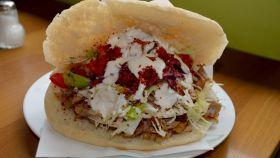 Una imagen de un kebab.