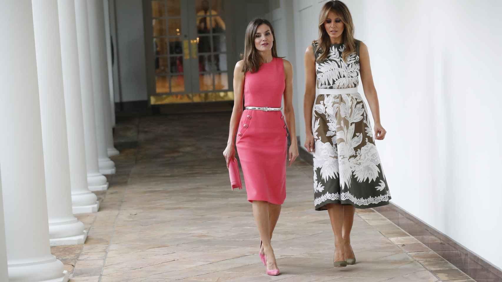 Letizia y Melania tienen algunos pares de zapatos idénticos pero la Reina sabe sacarles mayor partido.