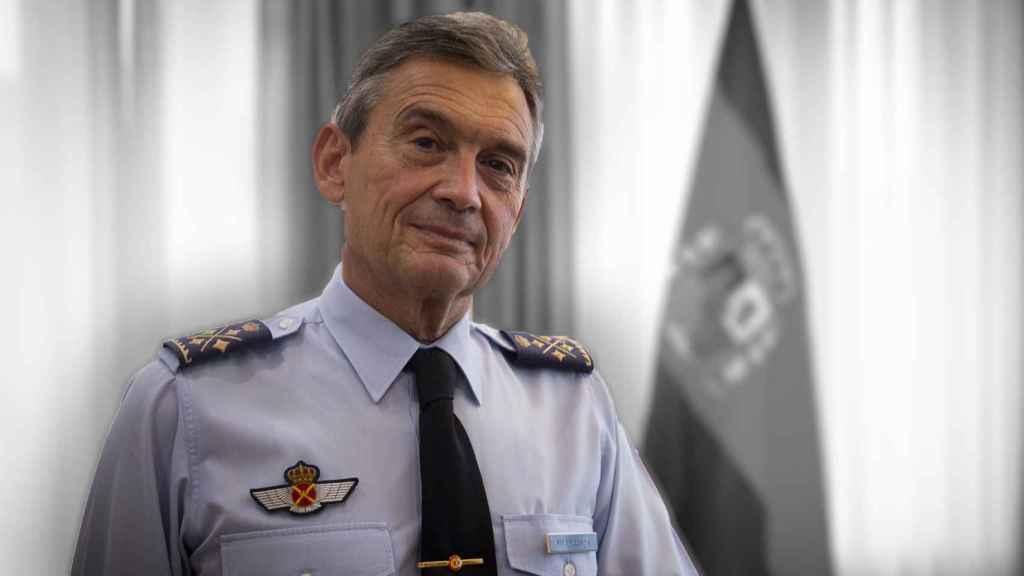 El Jefe del Estado Mayor de la Defensa, el general del Aire Miguel Ángel Villarroya, en su despacho.