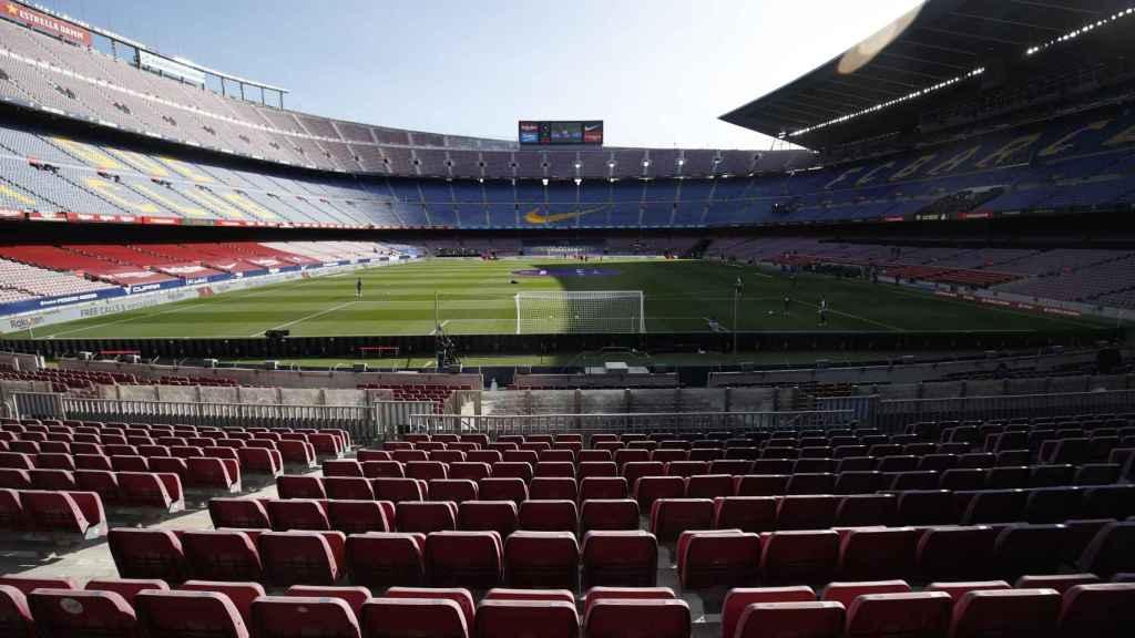 Vista del Camp Nou en el calentamiento de El Clásico