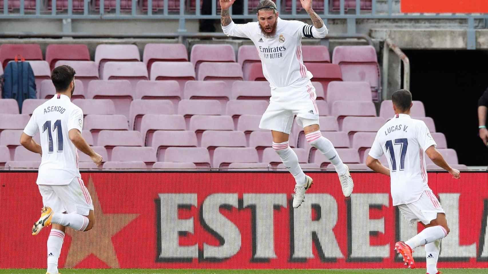 Sergio Ramos celebra su gol de penalti en El Clásico