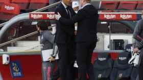 Saludo entre Zidane y Koeman tras acabar El Clásico