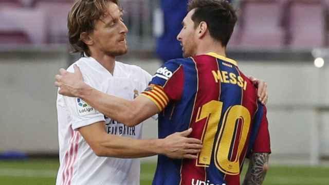 Saludo de Luka Modric y Leo Messi después de El Clásico