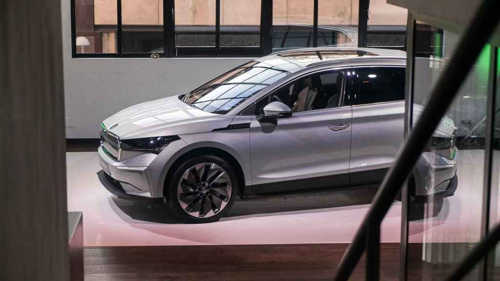El nuevo Skoda Enyaq iV es un SUV grande 100% eléctrico.