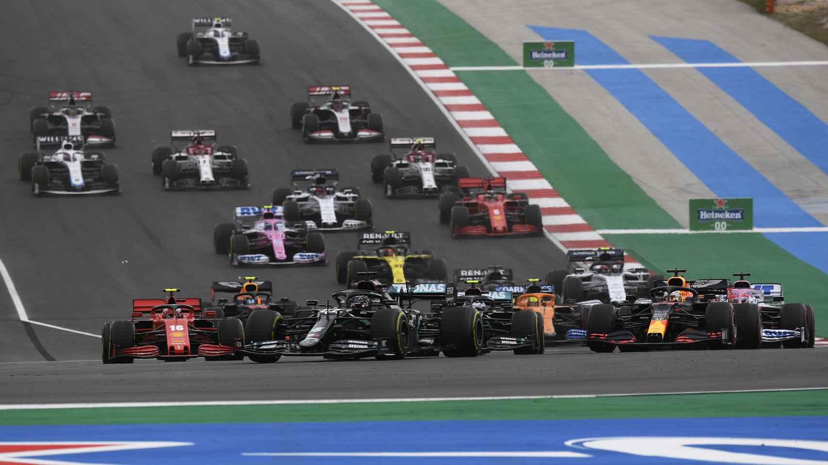 Lewis Hamilton, en la salida del Gran Premio de Portugal en Portimao