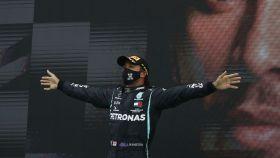 Lewis Hamilton celebra su victoria en el Gran Premio de Portugal de Fórmula 1