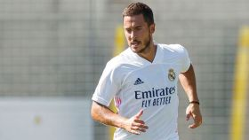 Eden Hazard, con la camiseta blanca del Real Madrid para la 2020/2021