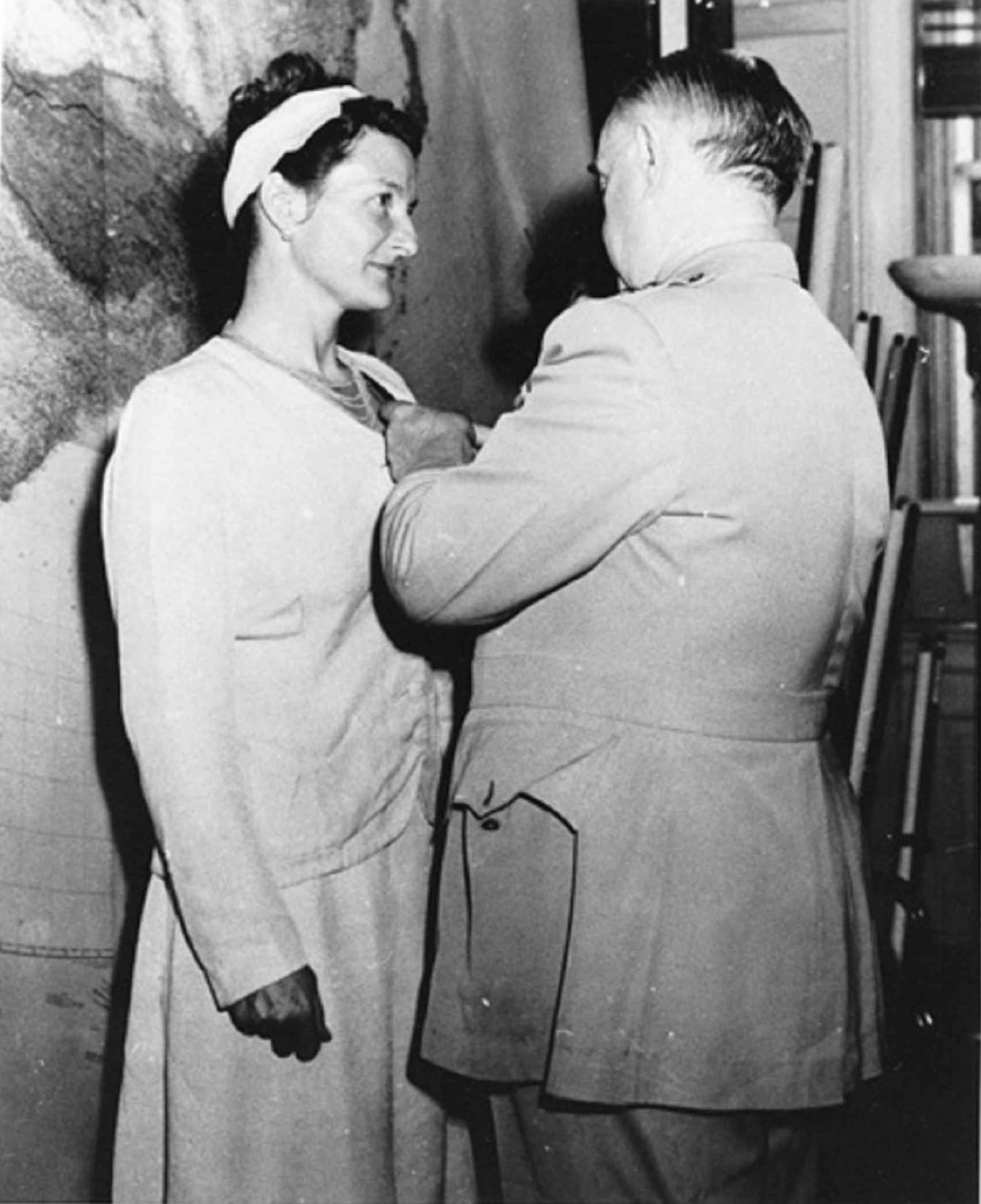 Virginia Hall, única mujer civil en la Segunda Guerra Mundial condecorada con la Cruz por Servicio Distinguido.