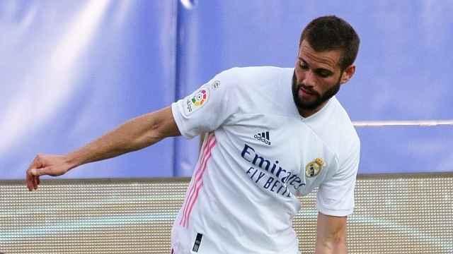 Nacho Fernández supera a Jordi Alba en El Clásico del Camp Nou
