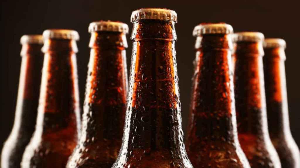 Unas botellas de cerveza.