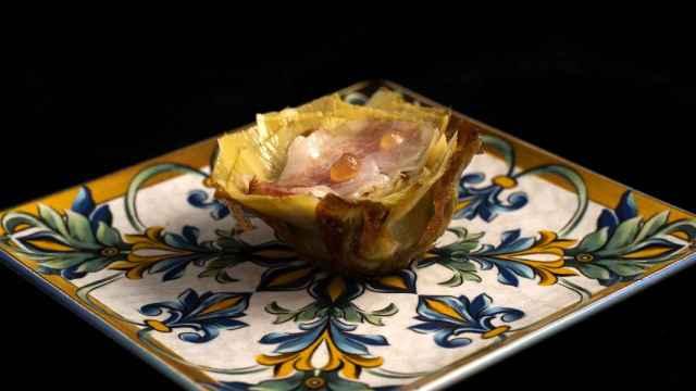 Alcachofas a la parrilla con velo de panceta, receta de alta cocina explicada para novatos