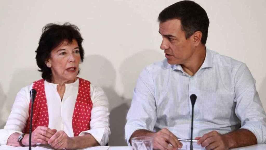 La ministra de Educación, Isabel Celaá, junto al presidente del Gobierno, Pedro Sánchez.