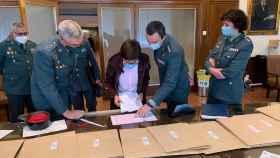 La directora General de la Guardia Civil, María Gámez, visita uno de los centros donde se realizan la oposición.