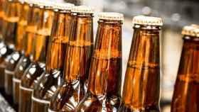 Unas botellas de cerveza listas para ser vendidas.