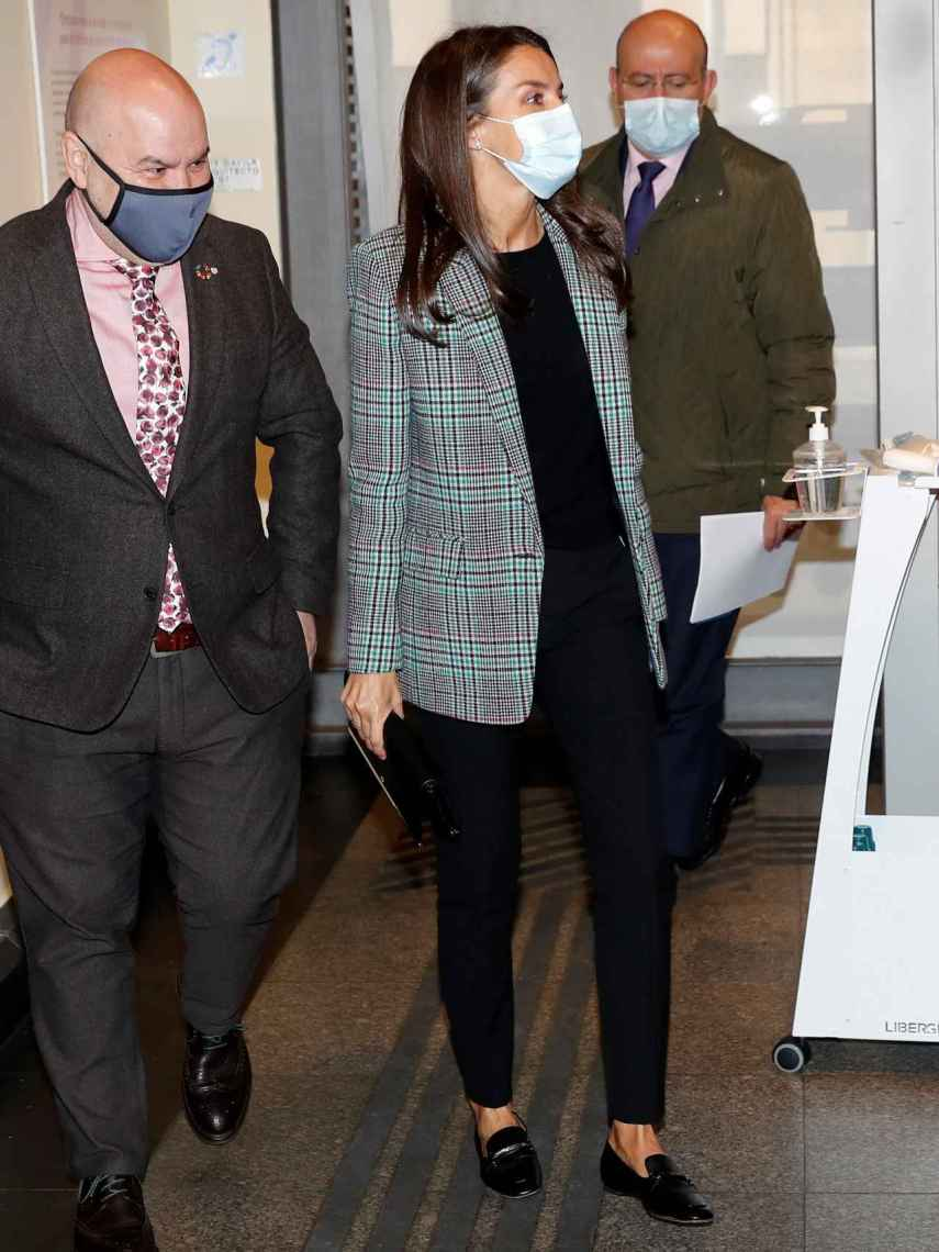 Letizia, con americana de Sandro y pantalón de Hugo Boss.