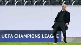 Zidane lamenta una ocasión fallada del Real Madrid