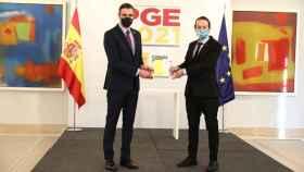 Pedro Sánchez (i) y Pablo Iglesias (d) durante la rueda de prensa