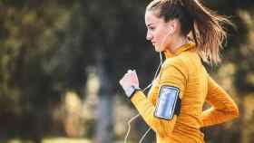 Brazaletes deportivos para móvil con los que salir a correr con comodidad