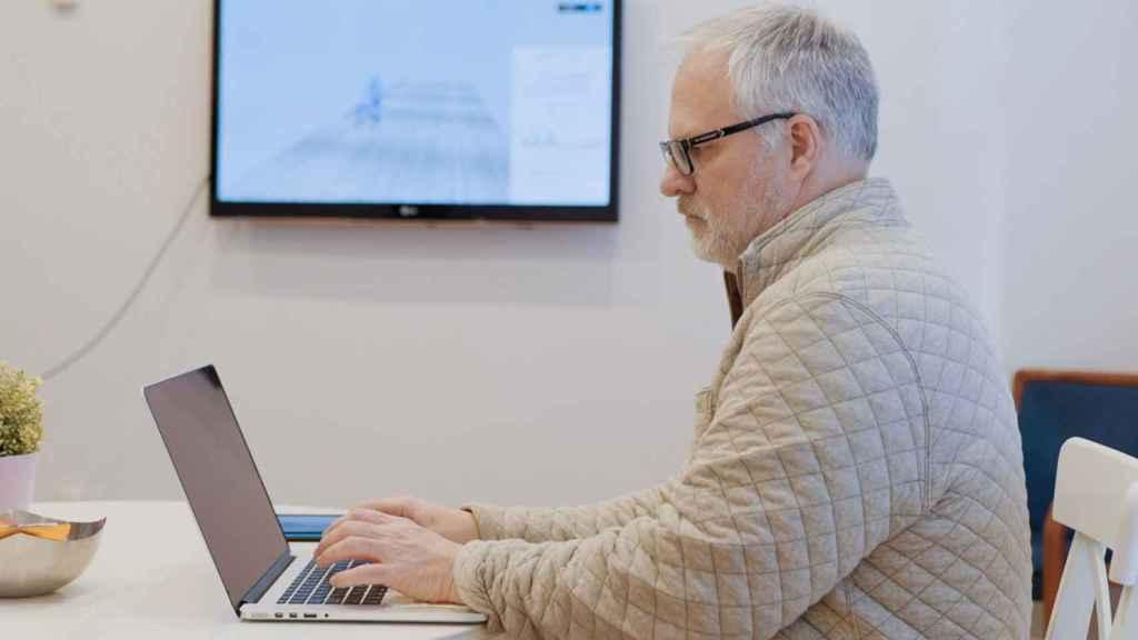 Jeff Rogers, investigador líder de la plataforma de salud digital de IBM Research, en el IBM Home Health Lab.
