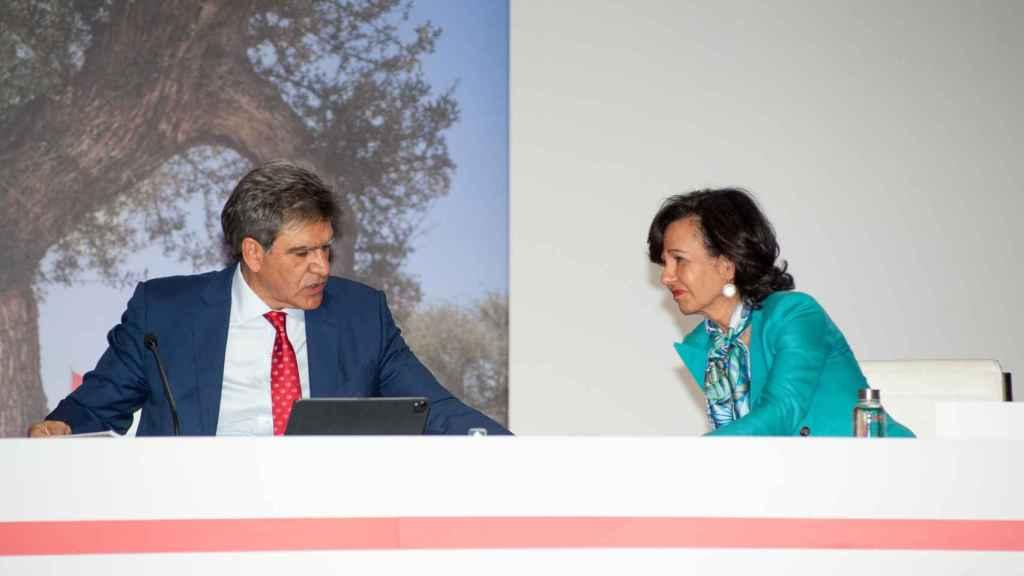 José Antonio Álvarez junto a Ana Botín durante la junta previa a la presentación de resultados del tercer trimestre.