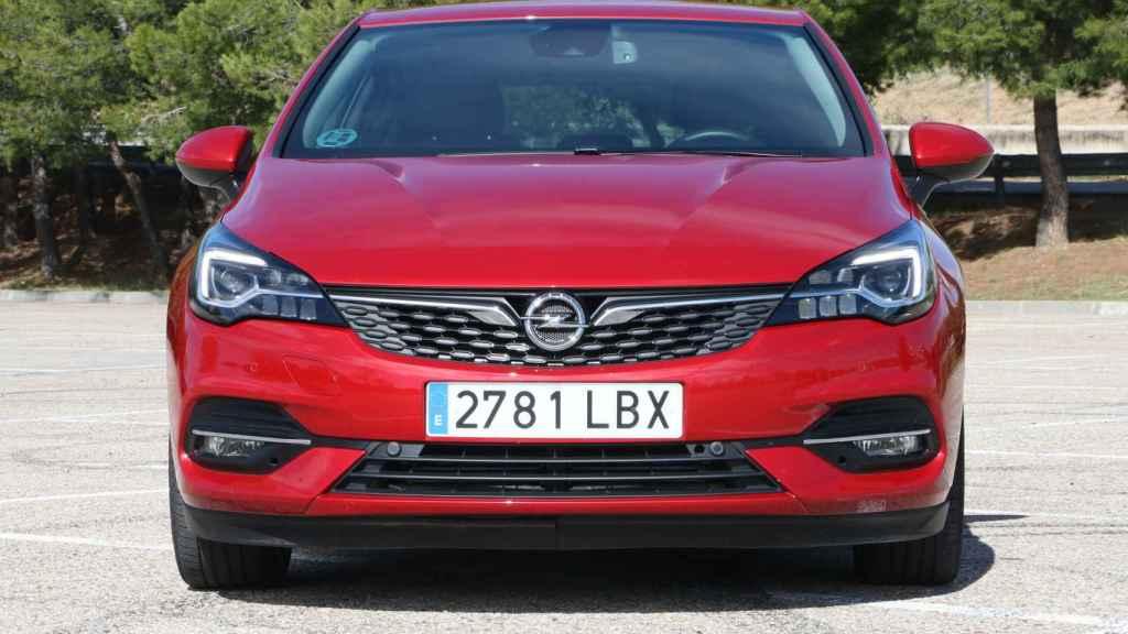 Este modelo compite en la categoría de los compactos, con el Golf y el León como principales referentes.