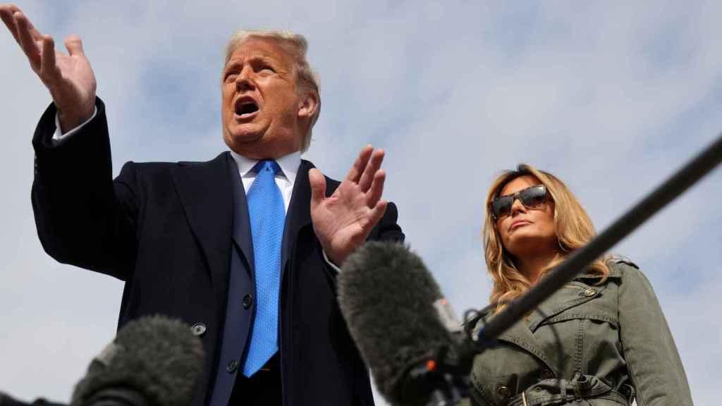 El presidente de Estados Unidos y candidato a la Casa Blanca, Donald Trump, junto a su mujer Melania.