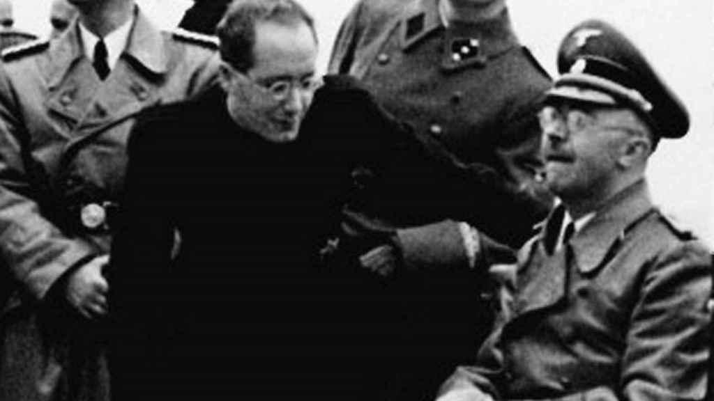 Martínez Santa-Olalla al lado de Himmler en El Escorial.