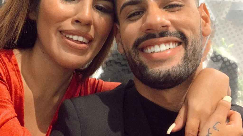 Isa Pantoja y su prometido, Asraf Beno, en una imagen de sus redes sociales.
