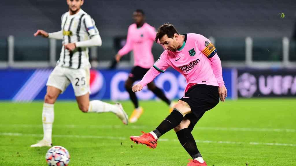 Messi tirando el penalti con el Barça ante la Juventus
