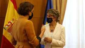 Laura Baena de Malasmadres y Yolanda Díaz, antes de la reunión.