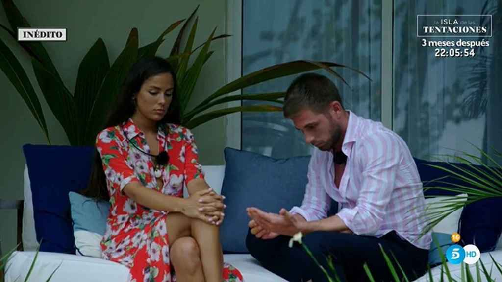 Melyssa y Tom, durante una conversación en 'La isla de las tentaciones'.