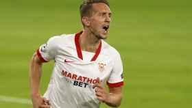 Luuk de Jong celebra el gol del Sevilla ante el Rennes en la Champions League