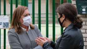 Rosa Ana Rodríguez, a la izquierda, y Pilar Zamora, a la derecha, este miércoles en Ciudad Real