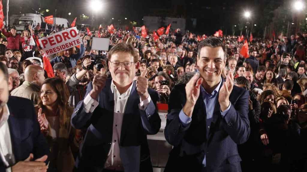 Ximo Puig y Pedro Sánchez, en un acto de campaña electoral. EE