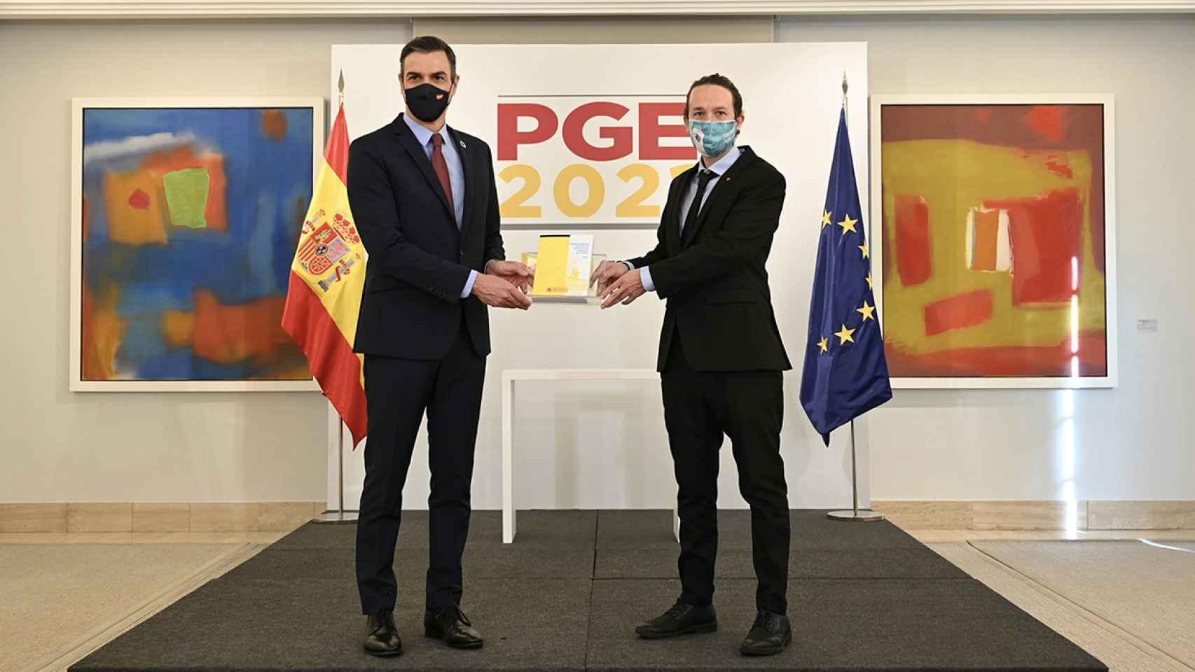 El presidente del Gobierno, Pedro Sánchez, y el vicepresidente segundo, Pablo Iglesias, presentan los Presupuestos para 2021.