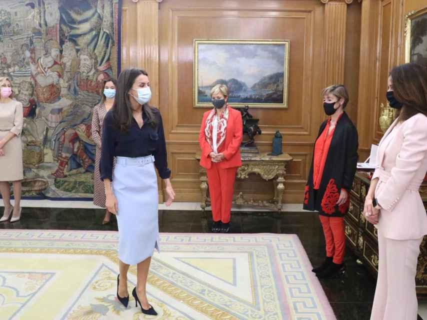 La reina Letizia con zapatos de Magrit.