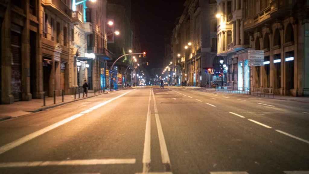 Una calle durante el toque de queda.
