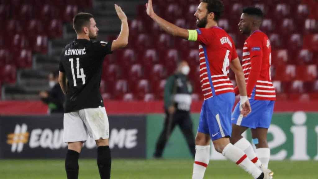 German chocando con un jugador del PAOK