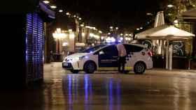 Calles casi desiertas en Barcelona por la noche, en plena segunda ola de la Covid-19.