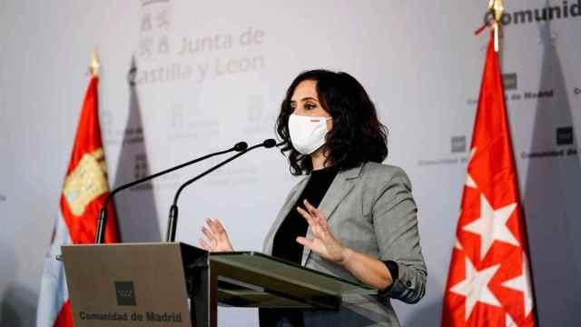 Ayuso tras anunciar su plan de cierre de tres días de la Comunidad de Madrid.