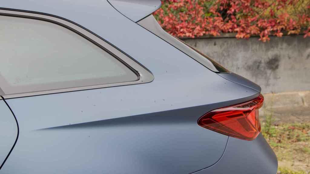 Detalle del diseño del pilar C del coche.