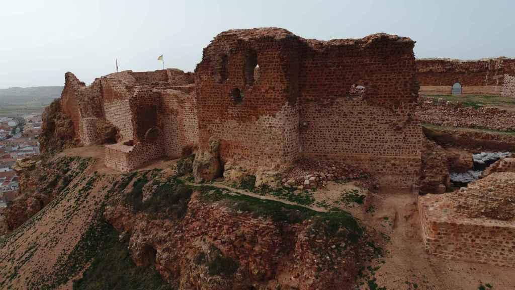 Aspecto de una de las murallas del castillo de La Estrella de Montiel.