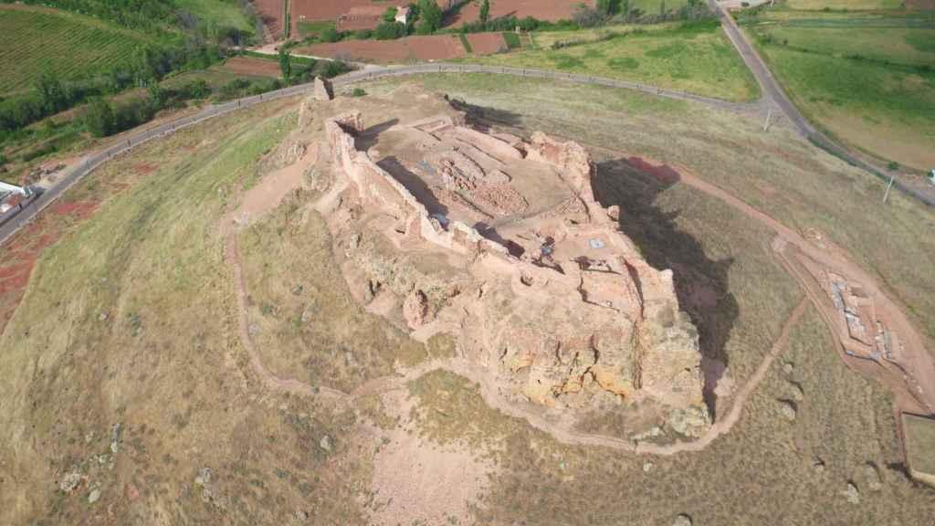 La fortaleza de Montiel, antes de las excavaciones arqueológicas.