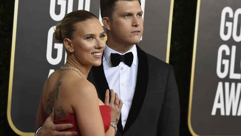 Scarlett Johansson y Colin Jost, en los Golden Globe 2020.