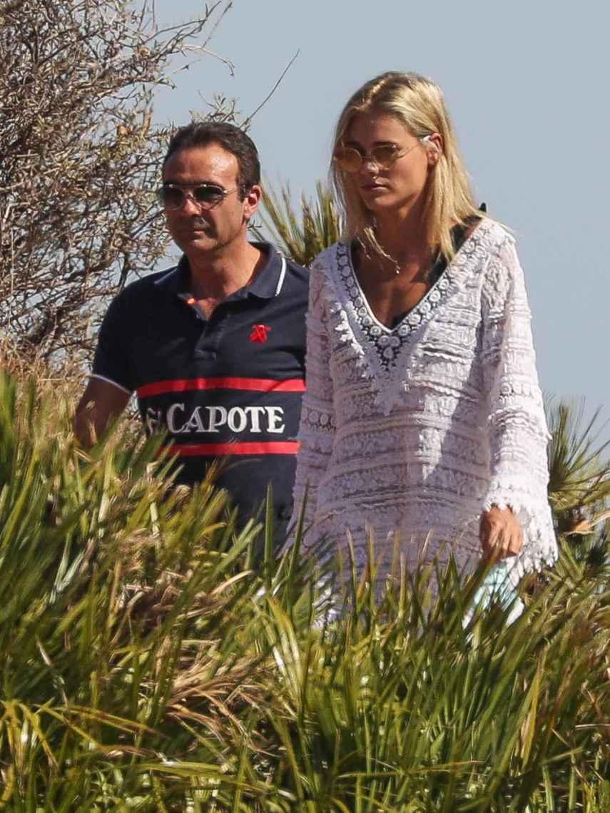 Enrique Ponce y Ana Soria, de paseo en Almería.