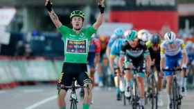 Roglic celebra su triunfo en Suances en La Vuelta 2020