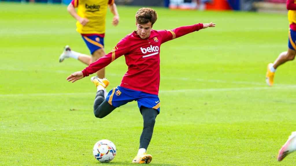 Riqui Puig durante un entrenamiento del FC Barcelona