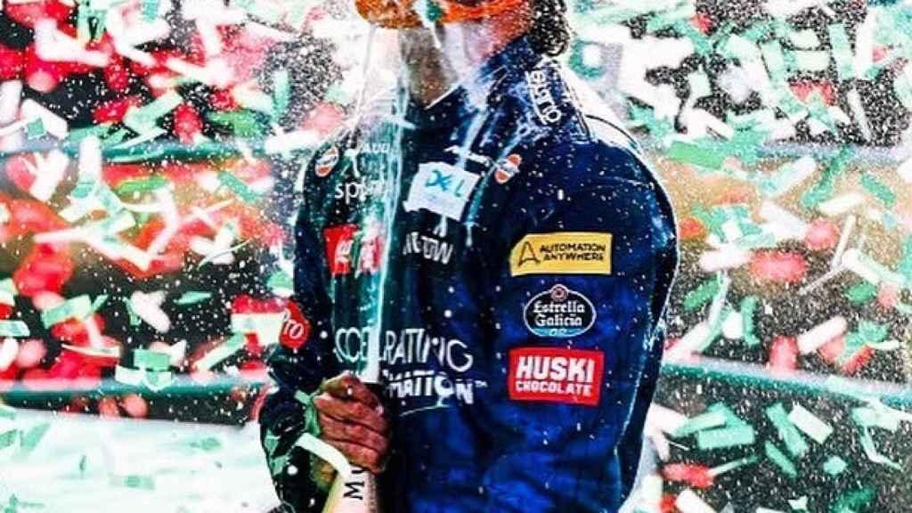 Carlos Sainz celebra su podio en Monza