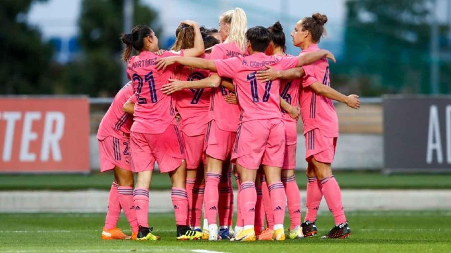Piña del Real Madrid Femenino celebrando un gol