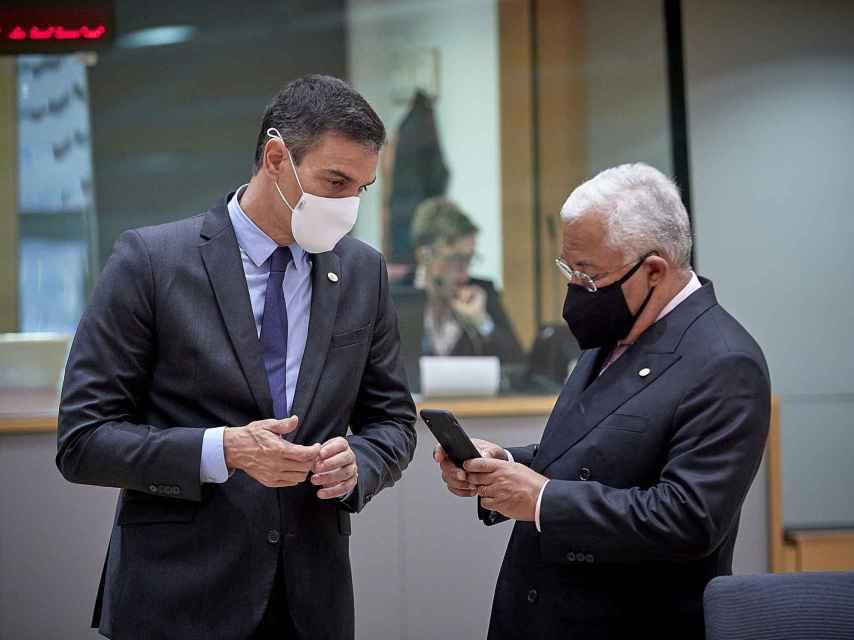 Pedro Sánchez y António Costa, durante la última cumbre presencial de la UE